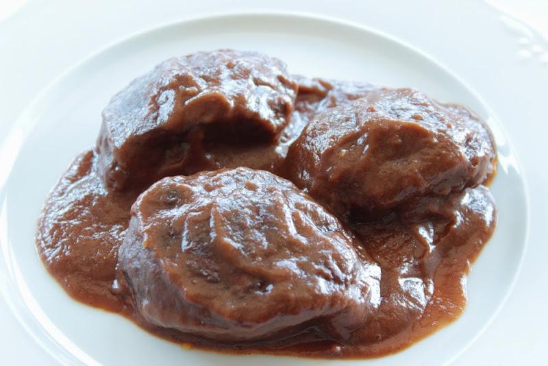 Carrilleras de cerdo con salsa de vino tinto