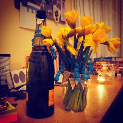 Prosecco and daffodil bouquet birthday gifts