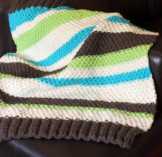 If you can knit and purl, you can make this Free Easy Baby Blanket Knitting Pattern for Beginners and you can actually get it done before the baby arrives!