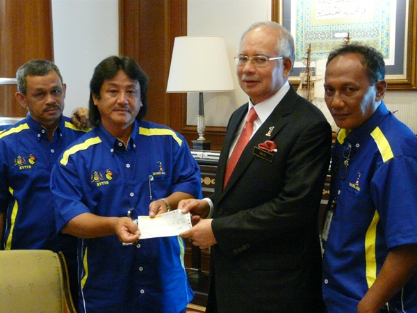 Serahan Dana bagi Roadshow 1Malaysia