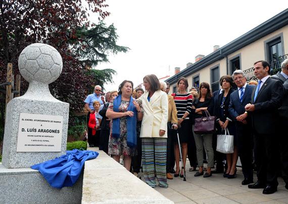 Un monolito en homenaje a Luis Aragonés