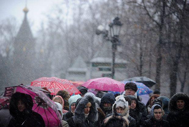 Kilométricas colas de peregrinos para venerar el Sagrado Cinturón de la Virgen en Moscú © NATALIA KOLESNIKOVA/AFP/Getty Images