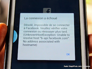 La connexion internet des téléphones portables n'est toujours pas rétablie le 27/01/2015 à Kinshasa. Radio Okapi/Ph. John Bompengo