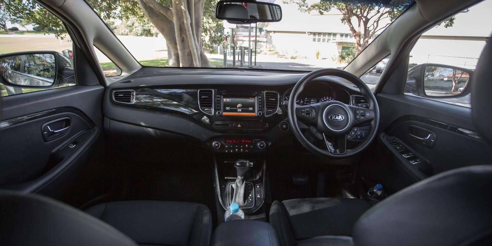 Là một chiếc xe bình dân, nhưng Rondo 2016 có rất nhiều tính năng thông minh, an toàn