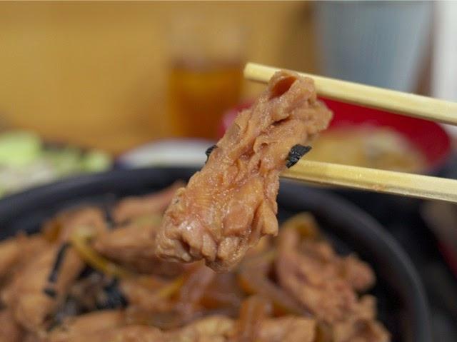 とり丼の鳥肉アップ