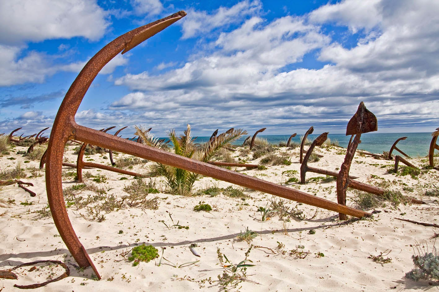 Cementerio de Anclas en Praia do Barril, Isla de Tavira, Algarve.