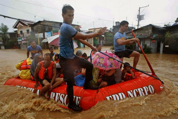 Mario Causes Flooding in Metro Manila with Pictures 19-09-2014-21