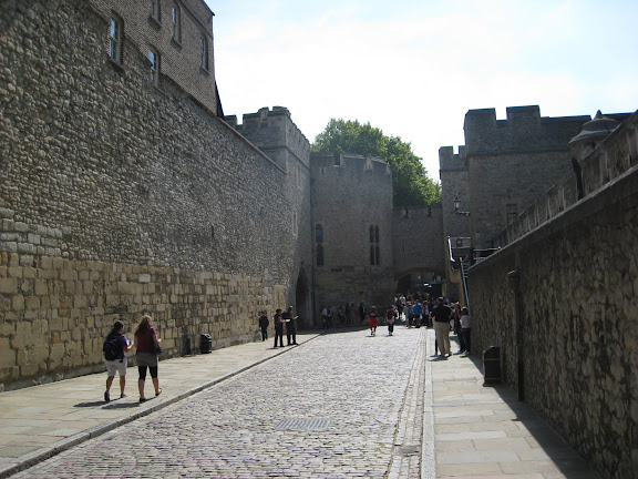 Between the curtain walls, Tower of London