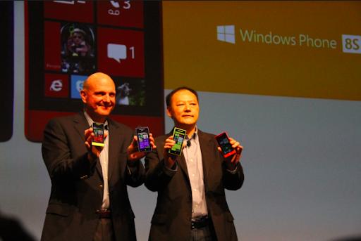 9月19日微軟CEO鮑爾默與HTC CEO周永明共同發布新品8X與8S