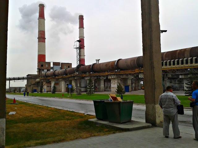 фото: пример отсутствия выбросов пыли из дымовых труб цементного завода