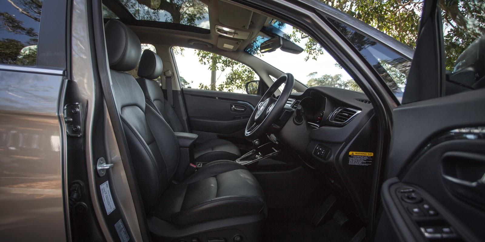 Ghế bọc da rộng rãi, có chỉnh điện, thông gió, cửa sổ trời