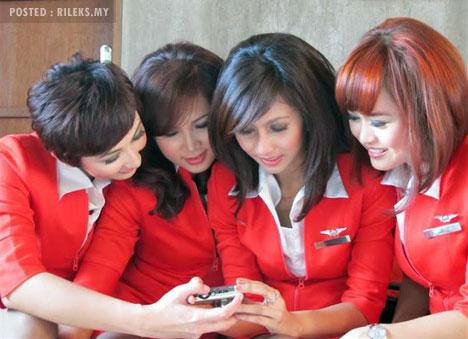 airasia_crew.jpg