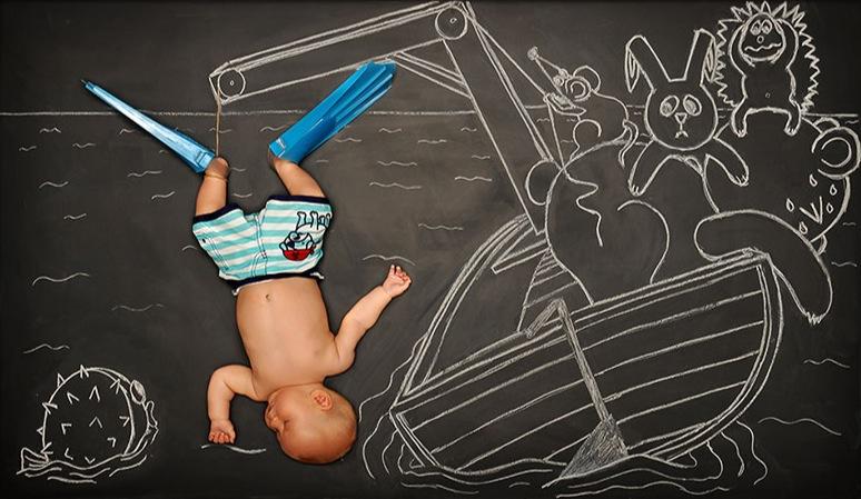 *嬰兒的奇幻黑板冒險:趁熟睡中惡搞一番! 4
