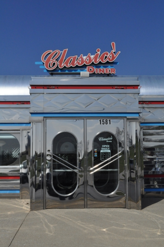 ... we just happened on this cool little diner but it was like walking back into the 50\u0027s. I kept waiting for the cast of Happy Days to walk thru the door. & Eating Our Way Thru OHIO: Classics\u0027 Diner