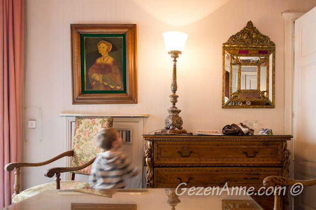 odadaki bazı antika eşyalar, Le Negresco Nis