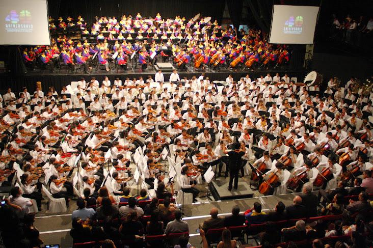 El Centro de Arte Lía Bermúdez, en Maracaibo, fue el escenario del cierre del I Seminario-Encuentro por el Occidente de Venezuela, con la presencia de 200 niños de la Sinfónica Nacional Infantil Selección 40 Aniversario-2015, junto a 200 niños de la Orquesta Sinfónica Infantil Regional del Estado Zulia