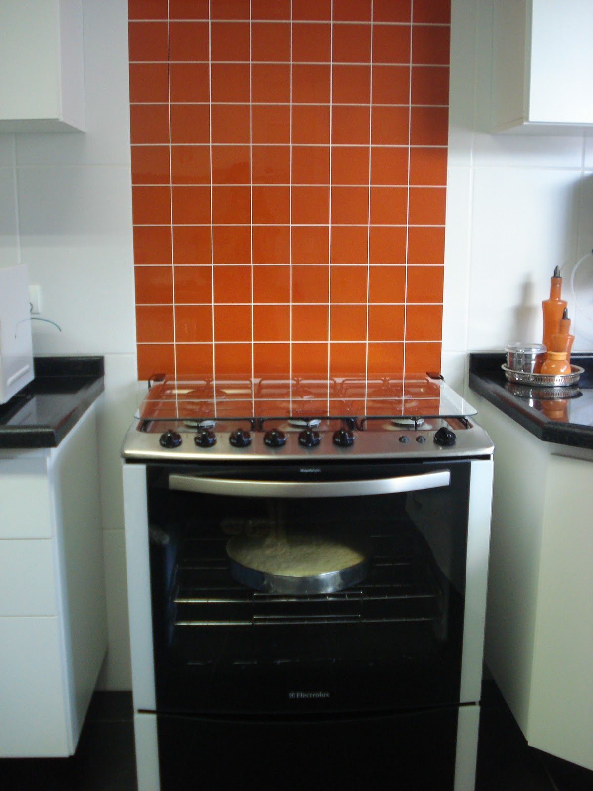 marcenaria do banheiro da cozinha e da lavanderia foi executada  #B44A17 1200 1600