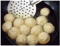Приготовление творожных пончиков