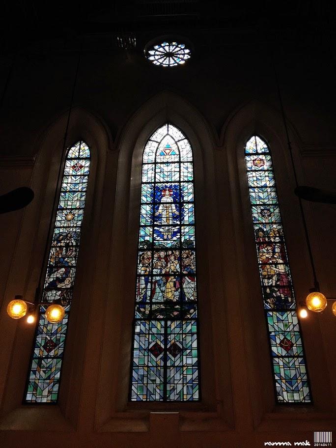 座堂中間右翼的彩色玻璃