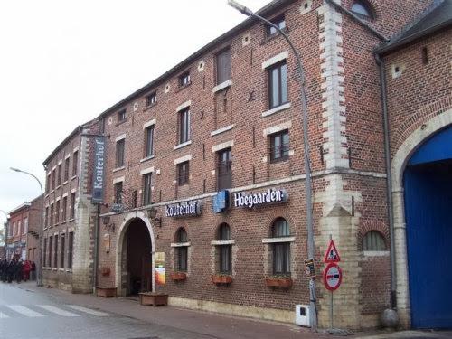 De volgende stop is het Kouterhof in Hoegaarden. Hier zullen we het middag- en avondmaal nuttigen.