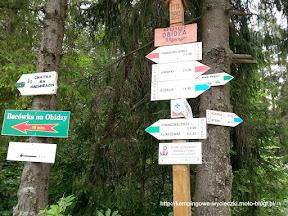 Na zdjęciu drogowskazy na przełęczy Obidza.