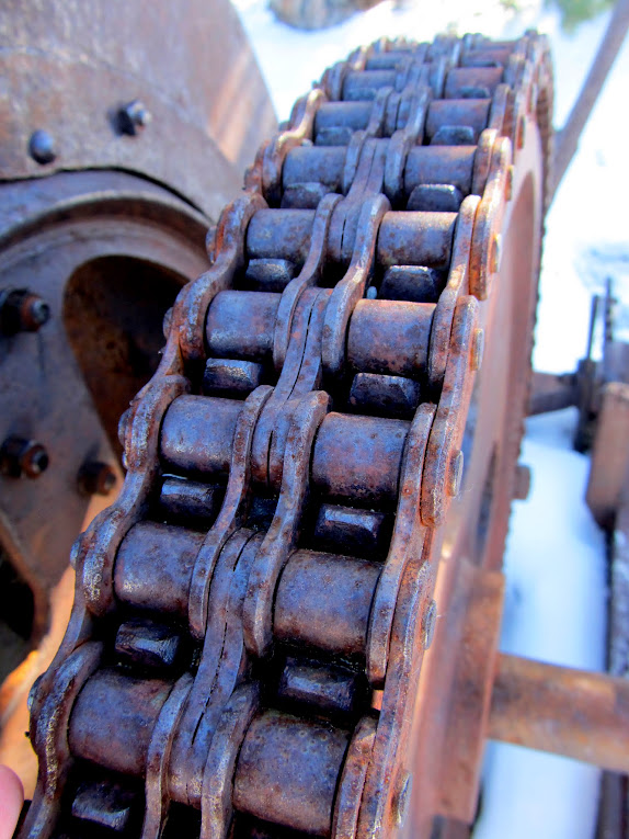Chain drive on the hoist