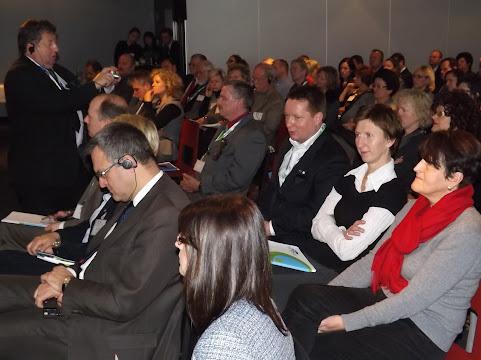 Großes Interesse: Bis auf den letzten Platz war der Konferenzraum mit Teilnehmern aus Verwaltung, Kultur u. Politik gefüllt (Foto: ASC)