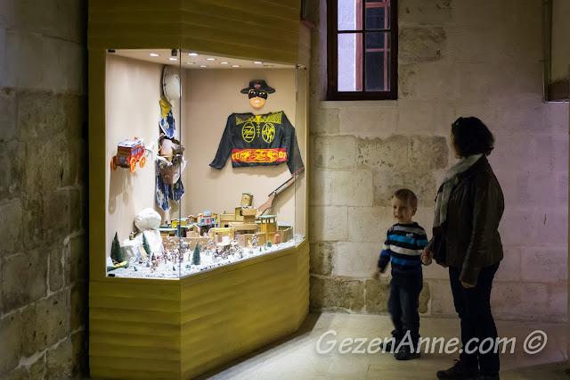 Oyuncak müzesinde dolaşırken, Gaziantep