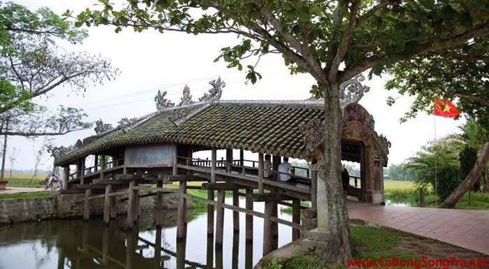 du lịch Huế ở cầu ngói Thanh Toàn
