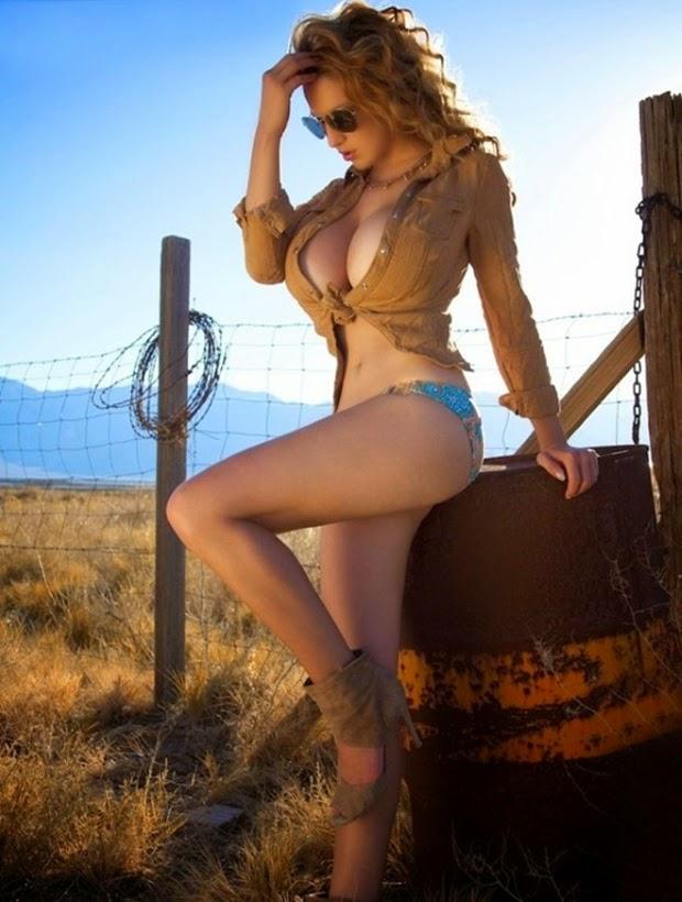 Jordan Carver – Siêu mẫu ngực khủng số 1 thế giới