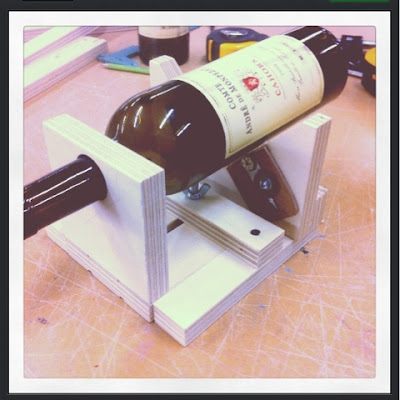 Diy projects wine bottle cutting jig for How to cut the end of a wine bottle