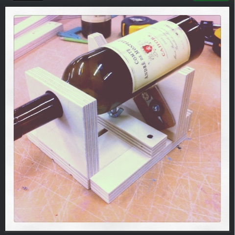 Diy projects wine bottle cutting jig for Diy wine bottle cutter