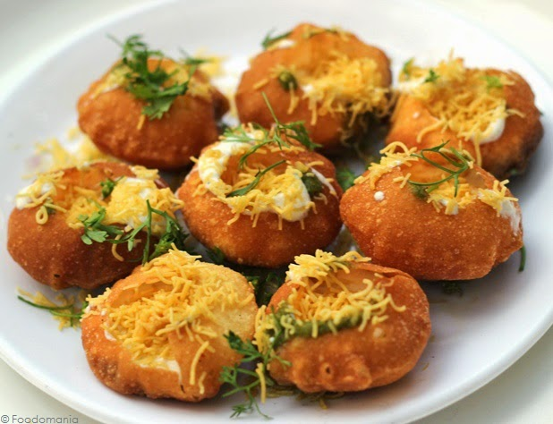 Dahi Puri Recipe | How to make Bombay Chaat Dahi Sev Batata Poori | Delicious recipe by Kavitha Ramaswamy from Foodomania.com