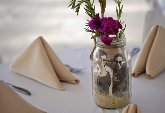 Original Wedding centerpieces with a Jar and pictures for decorating