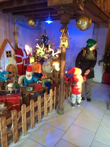 La Maison Du Pere Noel.Couleur Verte Polliat Et La Maison Du Père Noël
