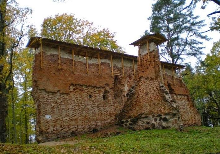 Руины замка в Рингене