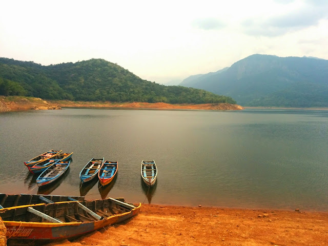 Colorful boats at Karaiyar Dam