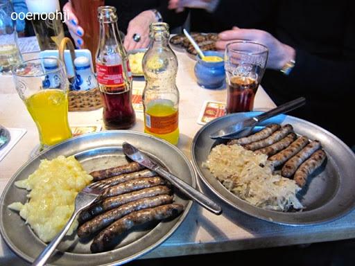 ドイツのソーセージとキャベツの酢漬け