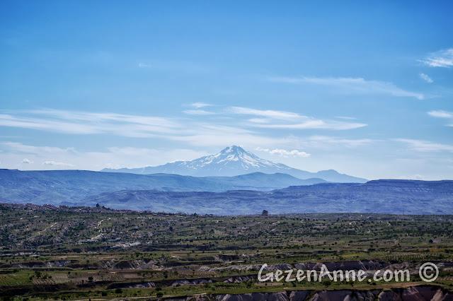 Kapadokya, Uçhisar Kalesi'nden Erciyes Dağı manzarası