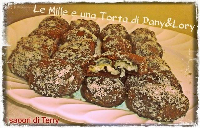 biscotti al cacao ripieni di crema al cocco