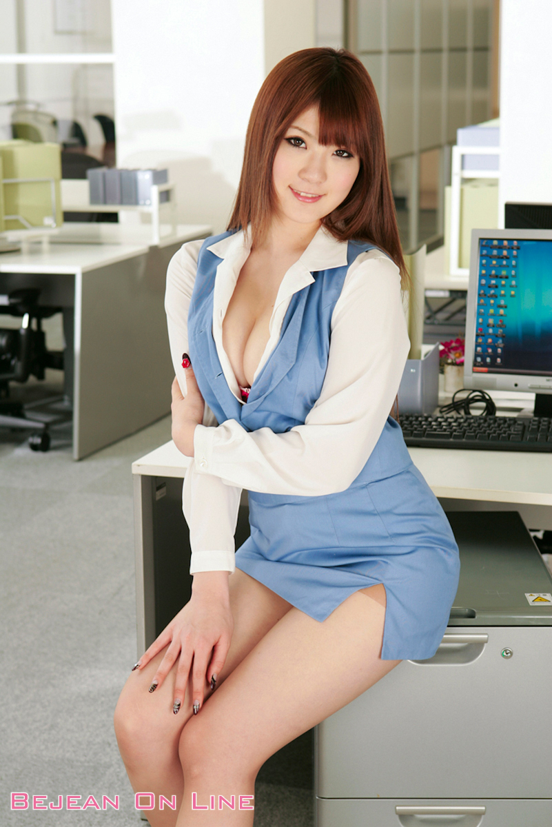 extra hot office girl
