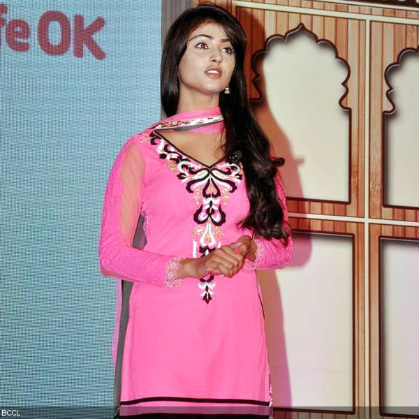 Nikita Sharma in lovely pink during the launch of television show Do Dil Ek Jaan, held at Filmcity, in Mumbai. (Pic: Viral Bhayani)