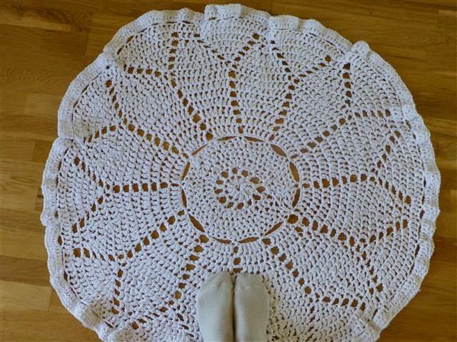 """d80b4af11ee Materjaliks pea 12 tokki (a 100g) """"Craft cotton"""" lõnga ja heegelnõel nr 9.  Heegeldasin kolmekordse lõngaga. Muster pärineb Jaanuari """"Kodukirjast."""