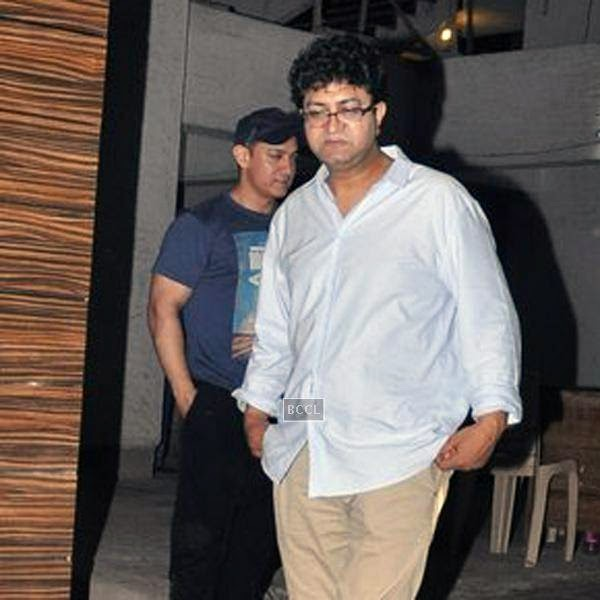 Prasoon Joshi leaves after attending Aamir Khan's dining party, organised at Aamir's residence in Mumbai, on July 20, 2014.(Pic: Viral Bhayani)