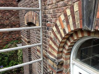 Lime mortar repointing