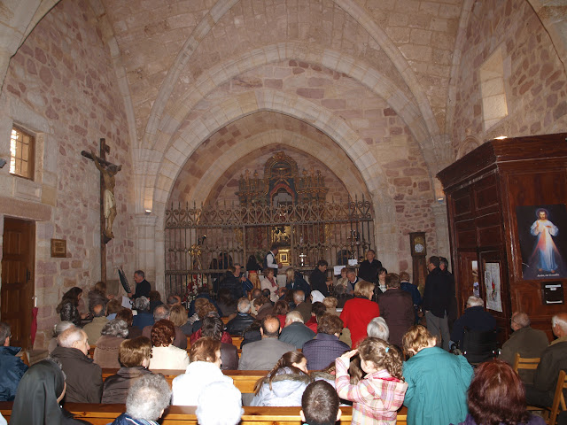 Un momento de  la función religiosa en el santuario de la Virgen de la Hoz