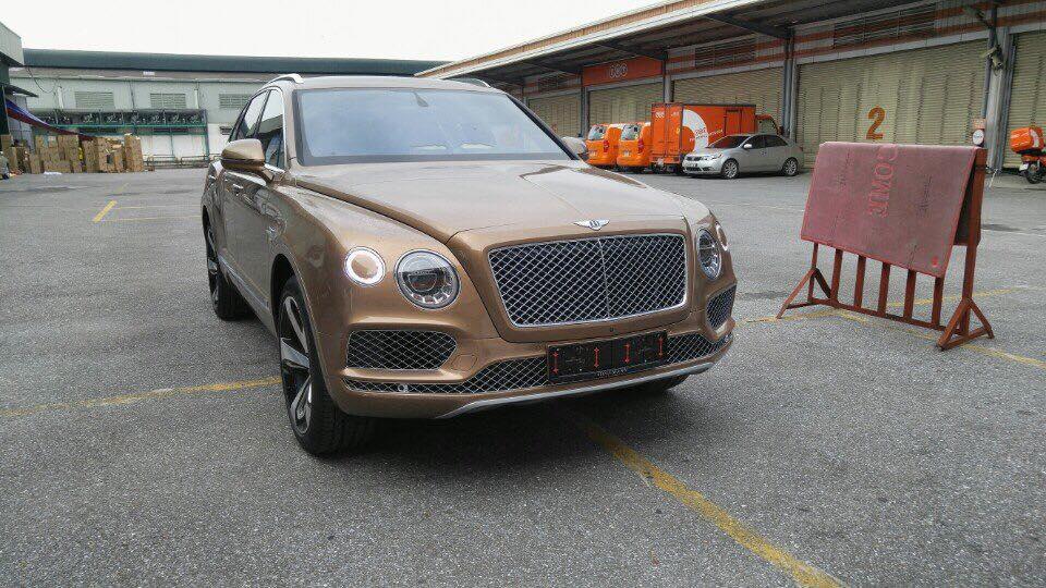 Siêu SUV Bentley Bentayga đầu tiên đã xuất hiện tại Việt nam