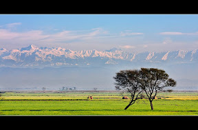 Headmarala, Sialkot. Mountains of indian occupied kashmir is in background , these mountains clearly visible after heavy rains when weather is super clean , best time to visit this place is feb-march