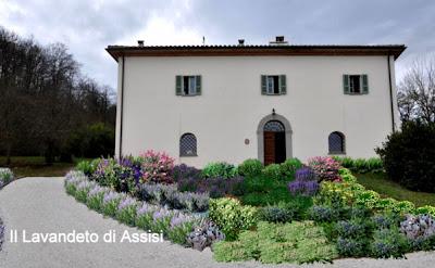 Progetti giardini privati progetti balconi e terrazzi for Piccoli giardini fioriti
