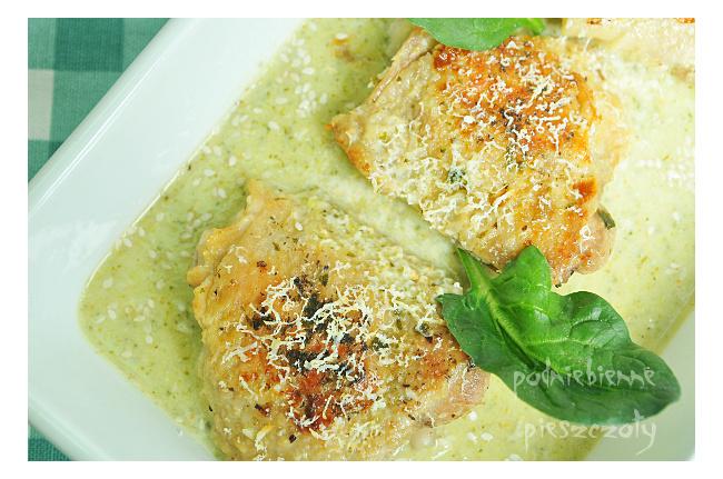 Kurczak zapiekany w sosie brokułowym